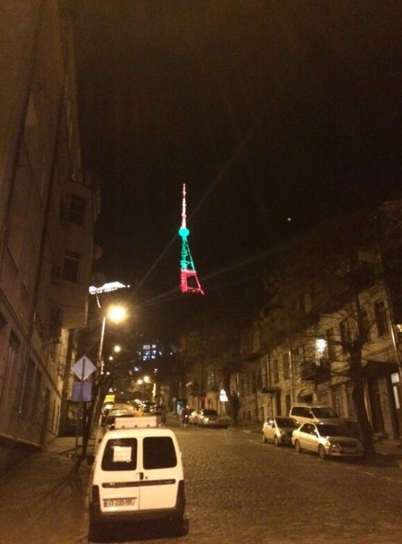 Tbilisi TV tower lit in Lithuanian tricolour to commemorate January 13