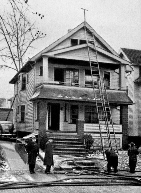 Namas, kurio atike/palėpėje gyveno su žmona prezidentas Smetona, po gaisro