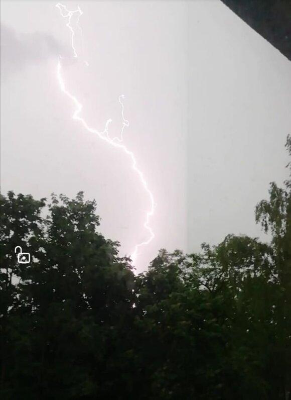 Žaibai Panevėžyje (Orų entuziastai nuotr.))