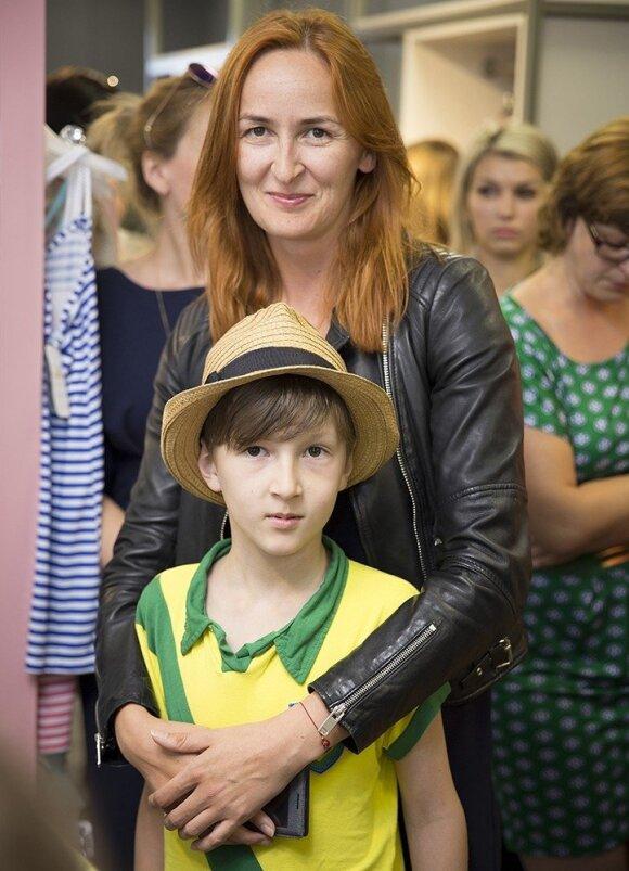 Karolina Liukaitytė su dukrele bei kitos žinomos mamos domėjosi vaikų mados tendencijomis