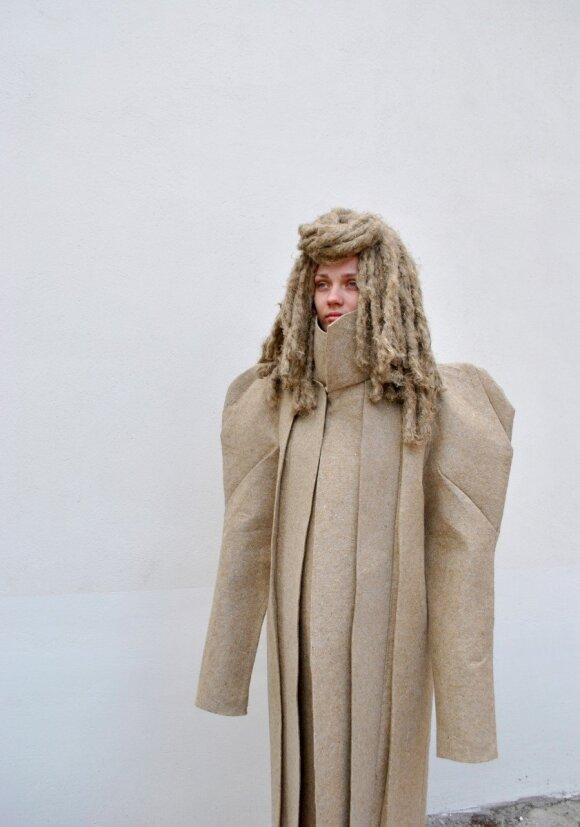 Nidoje pristatyta eksperimentinė kostiumų kolekcija