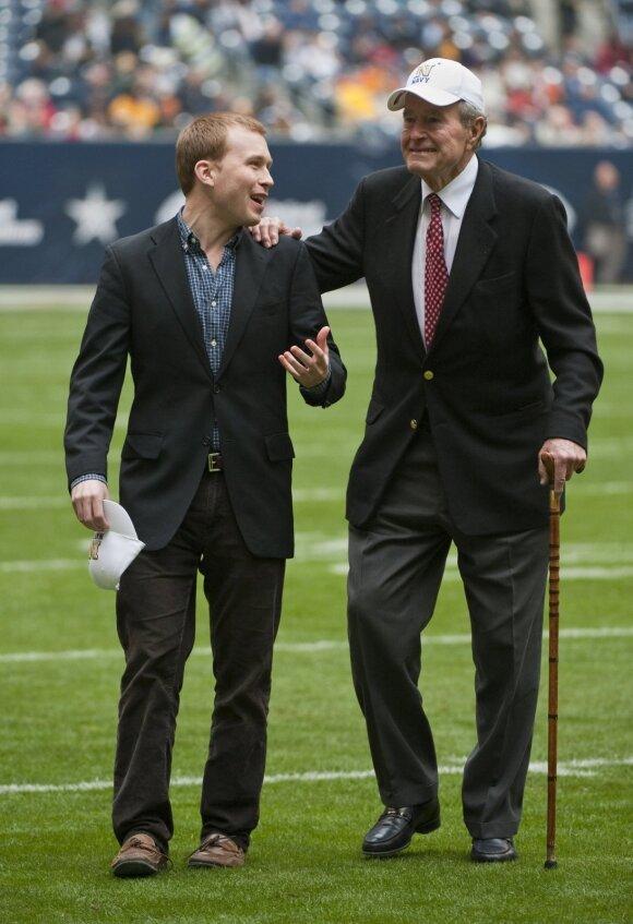 Pierce'as Bushas ir George'as H. W. Bushas 2009 metais