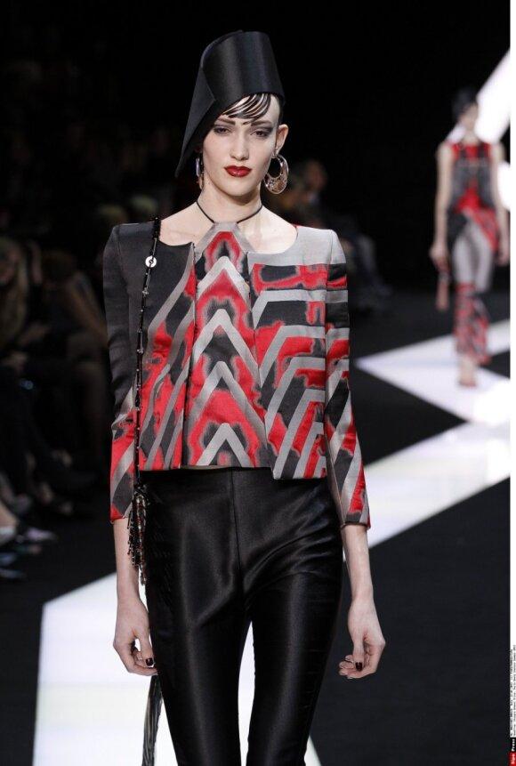 Шоу Armani Privé с коллекцией Haute Couture на подиуме Парижа