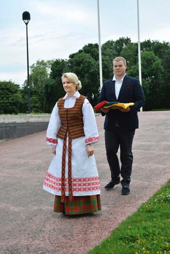Mindaugo karūnavimo dienos akimirka Kaune 2016 metais. Gitana Markovičienė su sūnumi Roku