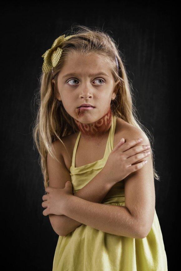 """Šokiruojančioje fotosesijoje - vaikai <sup style=""""color: #ff0000;"""">FOTO</sup>"""