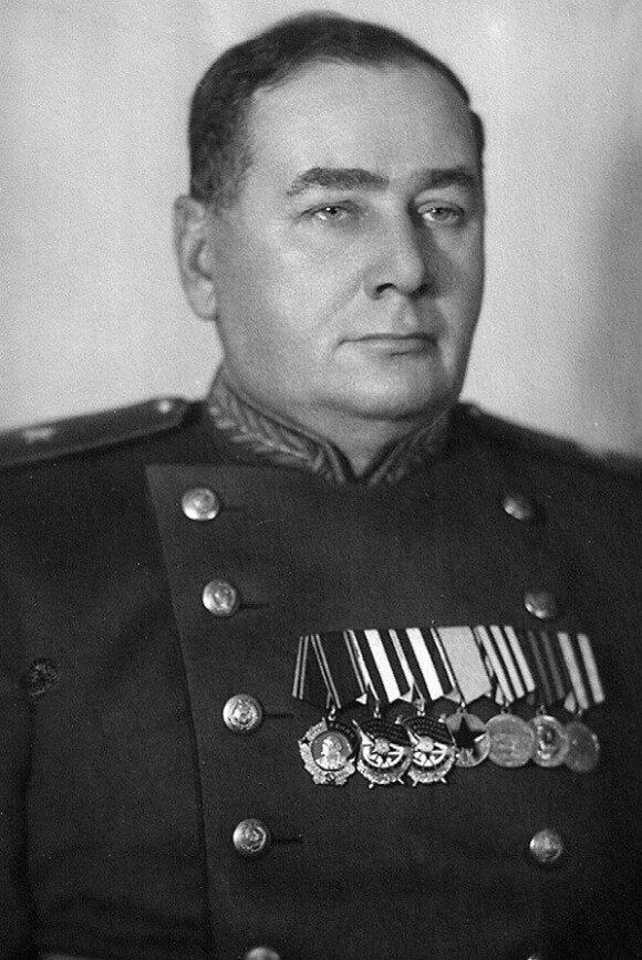 Sovietų generolas majoras Feliksas Baltušis-Žemaitis pokario metais. Tikroji pavardė – Baltušis, o Žemaitis – slapyvardis.
