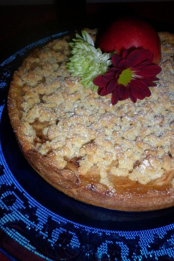 Trupininis pyragas su obuolių putėsiais