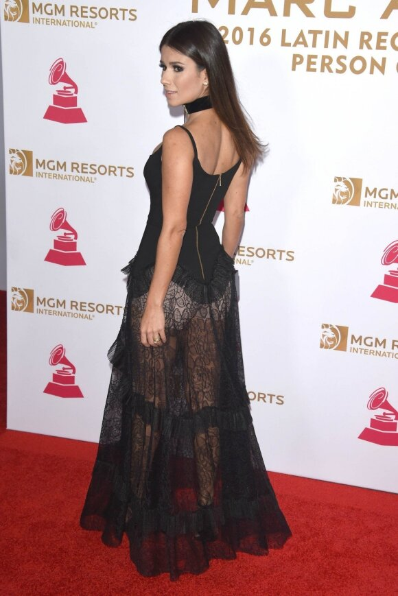 """""""Grammy"""" apdovanojimų viešnia su formuojančiais apatiniais"""