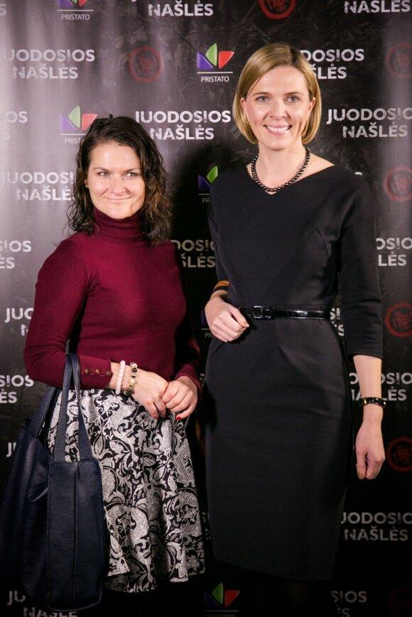 Agnė Bilotaitė (dešinėje)