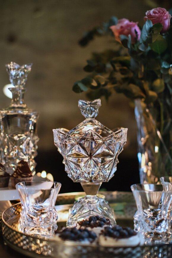 Krištolo kolekcijos - užburiantis šviesos atspindžių žaismas. LAIMĖKITE