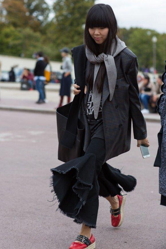 Kokius šalikus savo spintoje privalo turėti stilinga moteris