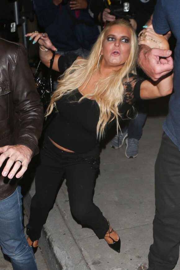 Su alkoholizmu problemų turėjusi Jessica Simpson pagauta <em>nekokioje</em> būsenoje