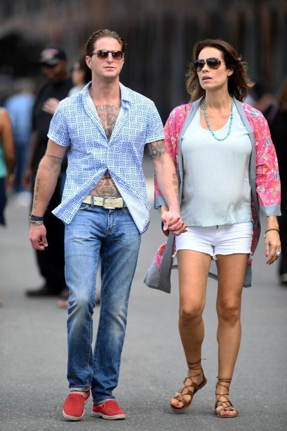 Cameronas Douglasas su žmona