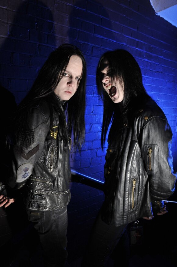 """Slipknot"" narys Joey Jordisonas su kolega"