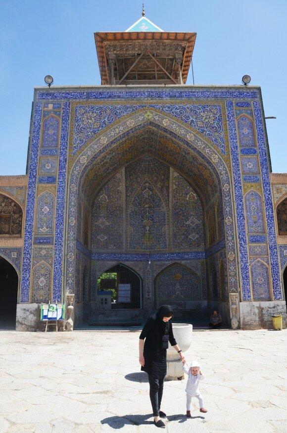 Rašytoja Kotryna Zylė į kelionę po Iraną leidosi su kūdikiu ant rankų