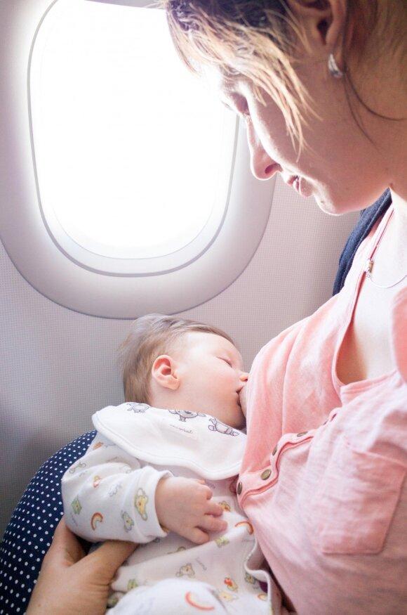 Psichologė perspėja tėvus dėl mados keliauti su mažais vaikais: ar tikrai to nori kūdikis?