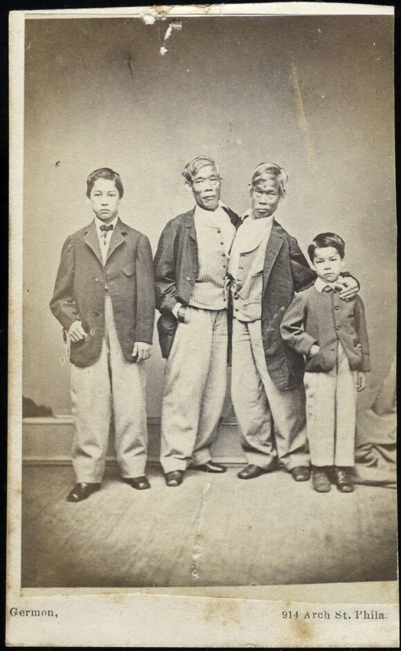 Changas ir Engas Bunkeriai su sūnumis