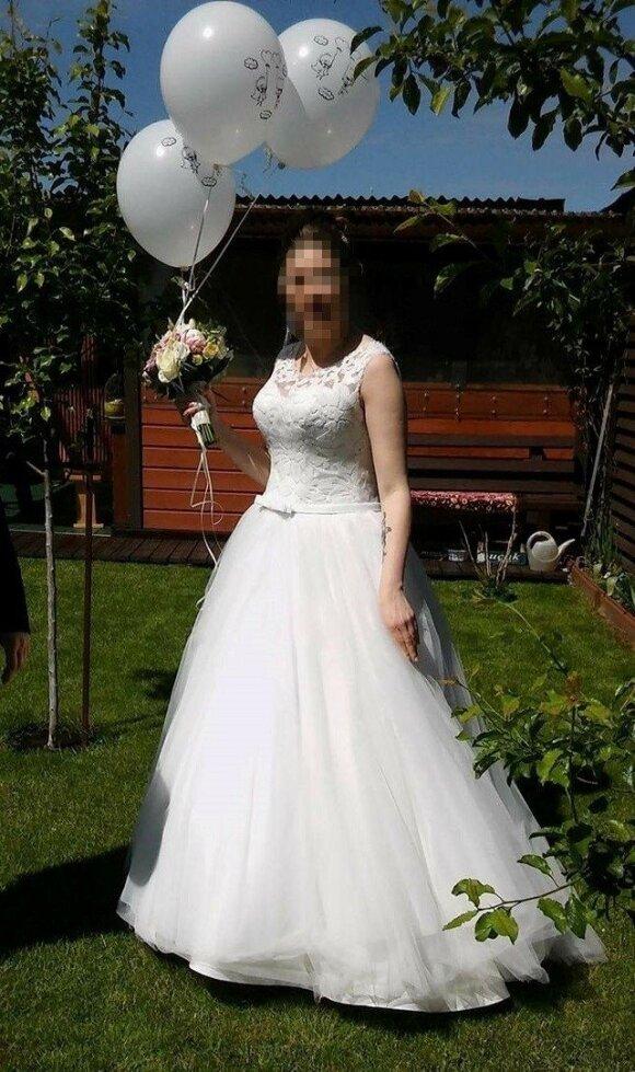 Kitame salone merginos išsirinkta vestuvinė suknelė