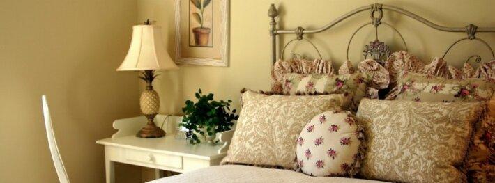 Įkvepiantys nedidelių miegamųjų pavyzdžiai