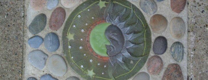 Pasidaryk pats: dekoratyvios plytelės sode