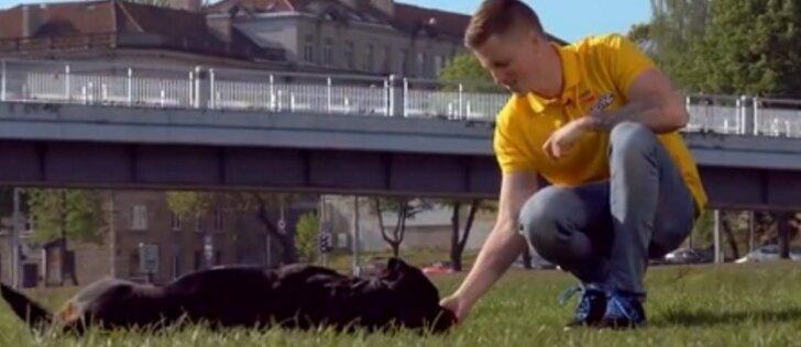"""16 - oji dresūros pamoka: kaip išmokyti šunį linksmos komandos """"Bang Bang"""""""
