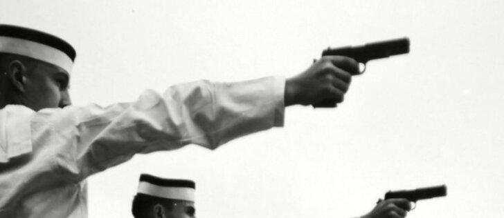 Atsisveikinimas su ginklais: kultinis pistoletas išlydėtas į pensiją
