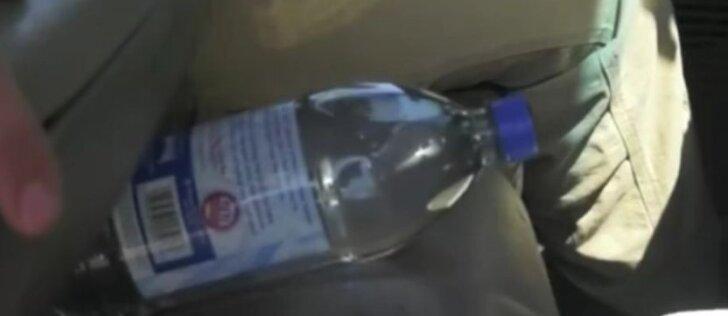 Vandens butelio automobilyje geriau nepalikite: pažiūrėkite, kas nutiko
