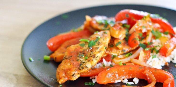 Kalakutienos kepsneliai su pomidorų ir paprikų padažu
