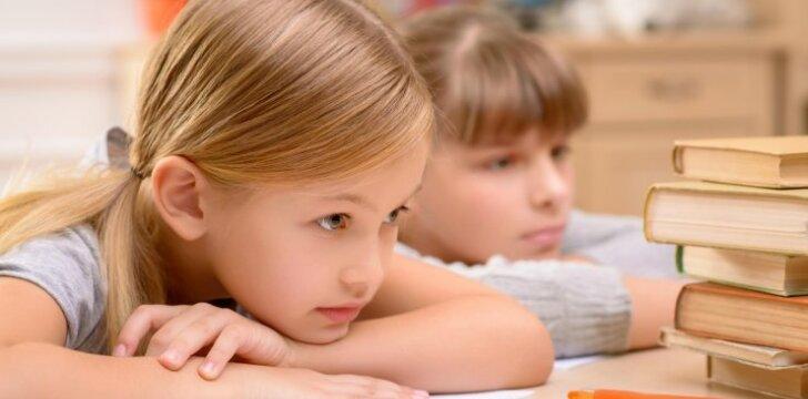 Psichologė: tėvai turi padėti vaikui išmokti mokytis, o ne atlikti viską už jį