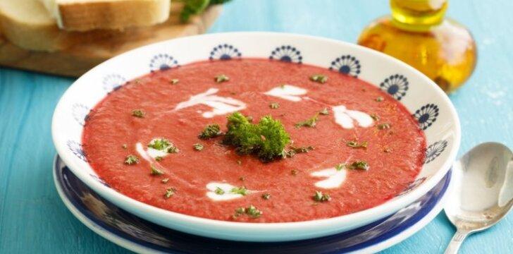 Pomidorų sriuba su plakta grietine