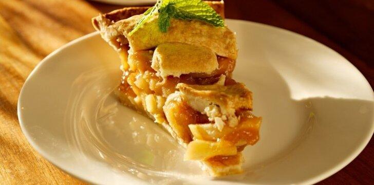 Trapios tešlos pyragas su obuoliais ir sūdyta karamele