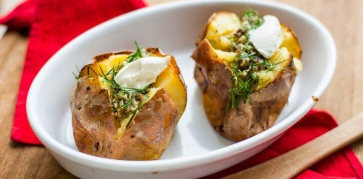 """""""Milžinų bulvės"""" – įdarytos kumpiu ir sūriu"""