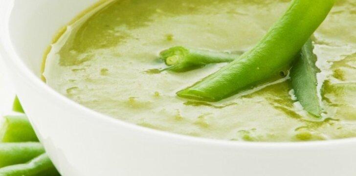 Šparaginių pupelių sriuba su krabų lazdelėmis