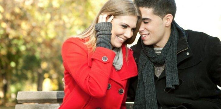 Kartais gudriai užlankstyti vyro komplimentai moteriai sunkiai suvokiami. Geriau jau girti užtikrintai - plaukus, akis, išskirtinį skonį.