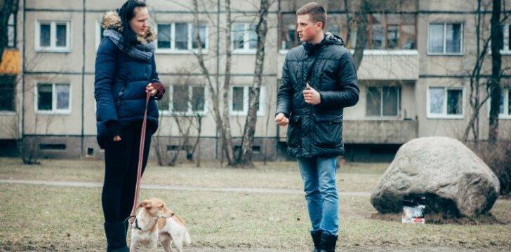 """Šunų elgsenos ekspertas pataria: kaip elgtis, jei <span style=""""color: #c00000;"""">šuo pjaunasi</span> su kitais šunimis"""