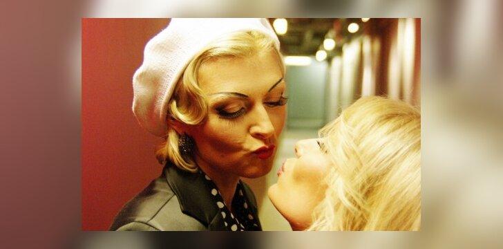 Intriguojantis Eglės Jackaitės ir Natalijos Zvonkės flirtas (FOTO)