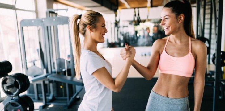 10 klaidų sporto salėje, kurias dažniausiai daro merginos