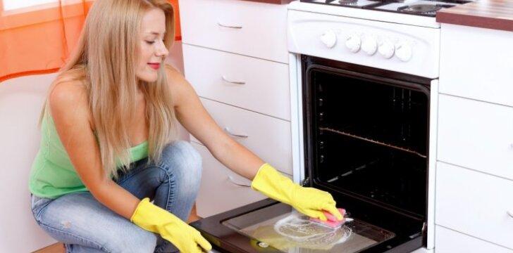 Kaip be didelio vargo išvalyti orkaitę ir kaitlentę?