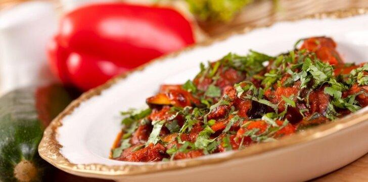 Daržovių troškinys su kečupu