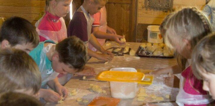 Kėdainių Juozo Paukštelio progimnazijos ketvirtaklasiams smalsu praverti tautos kultūros skrynią