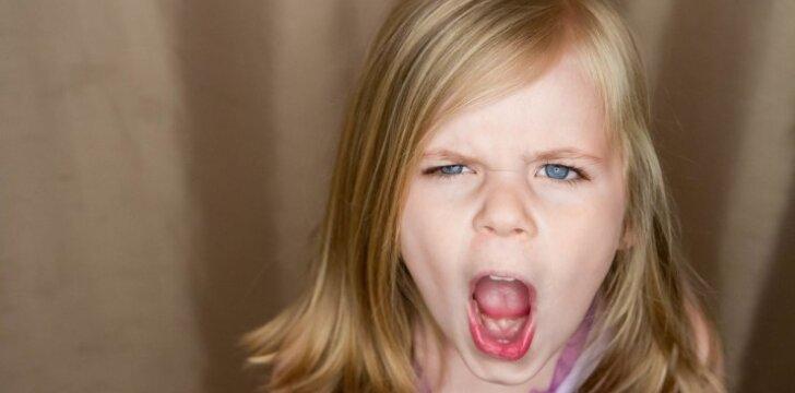 Vaikas savo elgesiu skaudina tėvus: specialistės patarimai