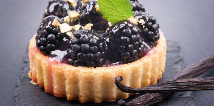 Citrininis pyragas su gervuogėmis