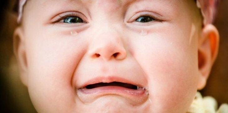 """<span style=""""color: #ff0000;"""">Jaudinantis VIDEO</span>: netikėta vaiko reakcija į dainą"""
