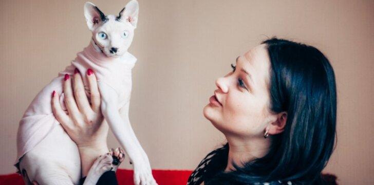 Kačių elgsenos specialistė pataria: kaip elgtis, jei katė bijo maudytis