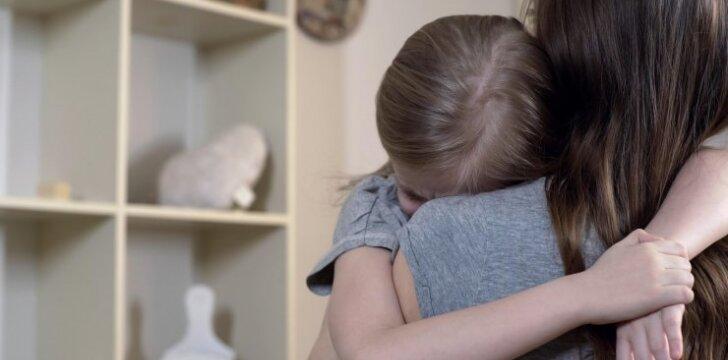 Kaip tėvams atpažinti, kad jų vaikas patiria patyčias, ir kaip suteikti pirmąją pagalbą