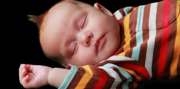 Kūdikis vienoje lovoje su tėvais: pliusai ir minusai