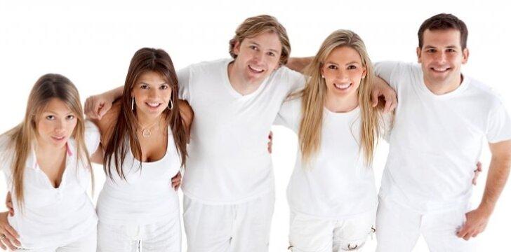 Balti drabužiai - vienas pagrindinių vasaros akcentų.
