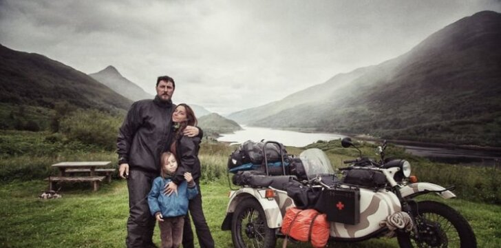 Šeima, keliaujanti aplink Europą