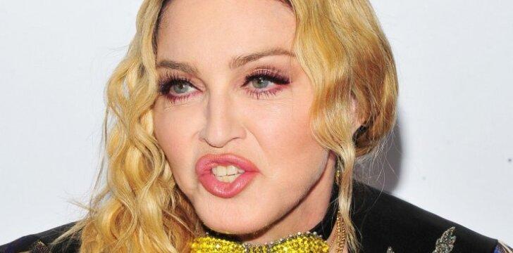 """Kandūs gerbėjų komentarai: """"Madonna, nebevaidinkite paauglės - jūs tokia nesate!"""" (FOTO)"""