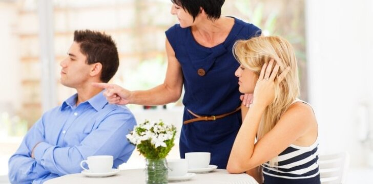 Uošviai nuodija jūsų santuoką?